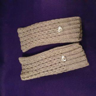 grey ribbed fingerless gloves