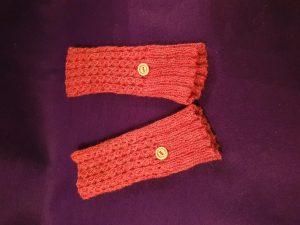reddy-brown ribbed fingerless gloves