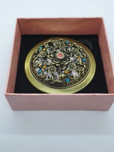 Vintage style compact mirror